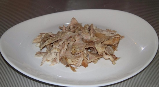 Отделяем филе от кости и измельчаем