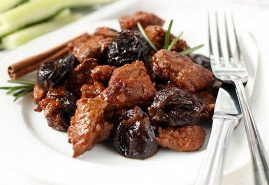 говядина, запеченная с черносливом