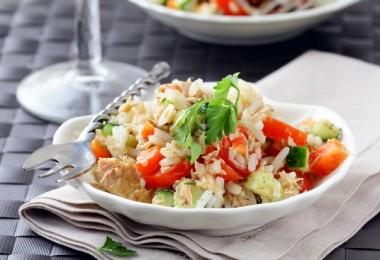 «Многоэтажный» салат с тунцом консервированным: пошаговый рецепт с фото, ингредиенты, состав