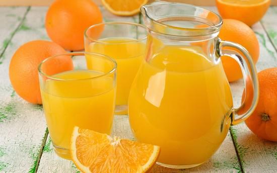 За завтраком выпьем стакан свежеотжатого фруктового сока