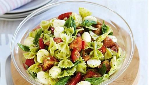 Салат с сыром Фета и помидорами