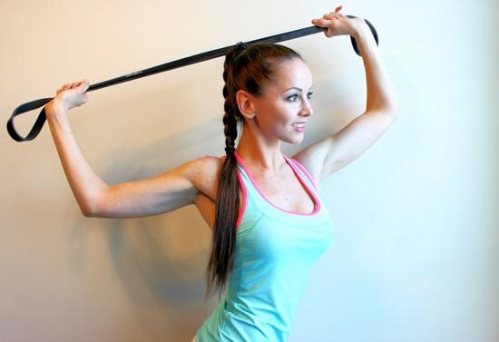 Упражнения в тренажерном зале: делаем красивые плечи с Катей Усмановой