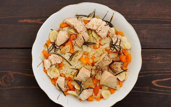 Лосось, приготовленный на пару с овощами