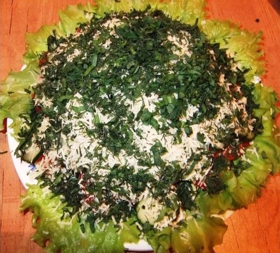 салат с тунцом и огурцом, и яйцом