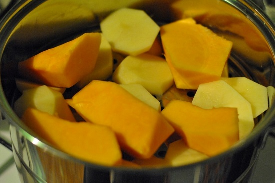 Отварим картофель с тыквой на пару