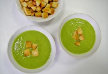 Зеленый суп-пюре из горошка и чечевицы