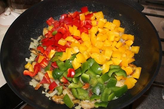 Отправим овощи к остальным ингредиентам