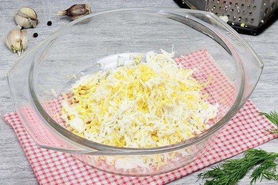 начинку из измельченного плавленого сыра