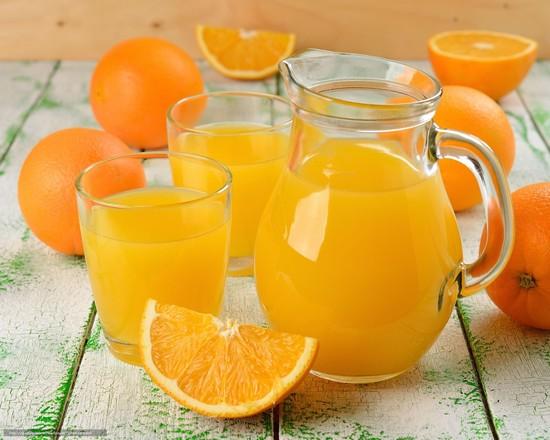 освежающий лимонад из апельсинов