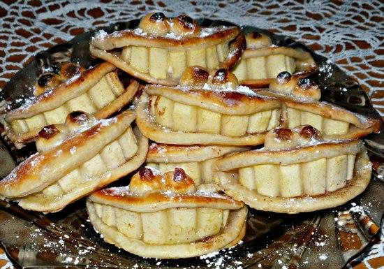 Творожное печенье с корицей и яблоками