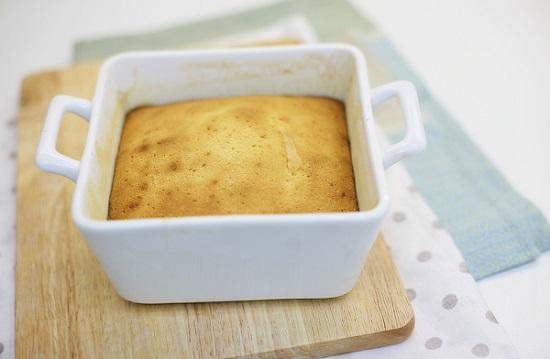 Выпекаем бисквит при температурной отметке в 180 градусов