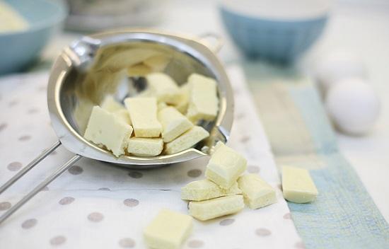 Добавим немного шоколадной массы в тесто