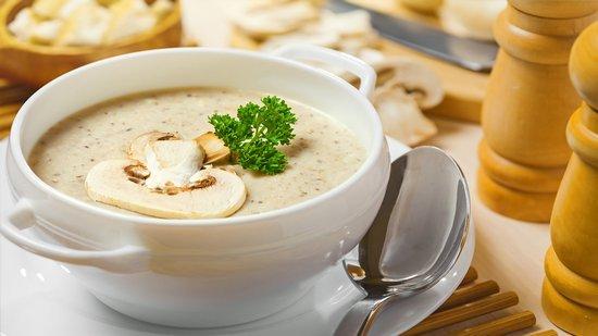 Грибной суп-пюре с курицей и сыром