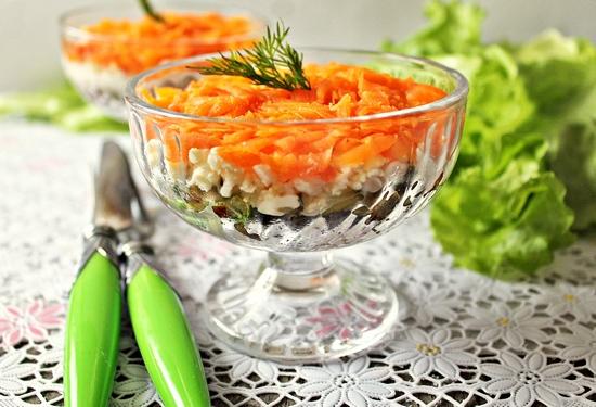 Салат с маринованными огурчиками и говяжьей печенью