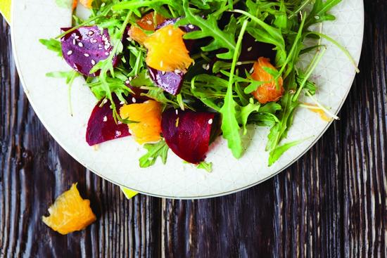Теплый салат со свеклой и апельсинами