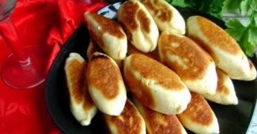 Пирожки с рисом и яйцом в духовке и на сковороде: рецепты