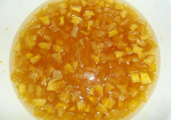 Ставим емкость с апельсином и тыквой на плиту