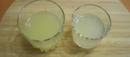 разрежем на две части лимон и апельсин