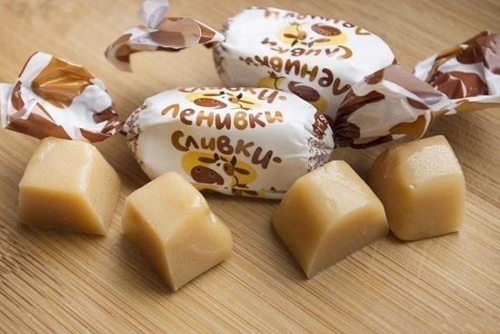 конфеты-ириски разрежем на несколько частей