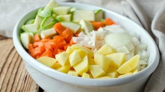 Подготовим все овощи: почистим, промоем