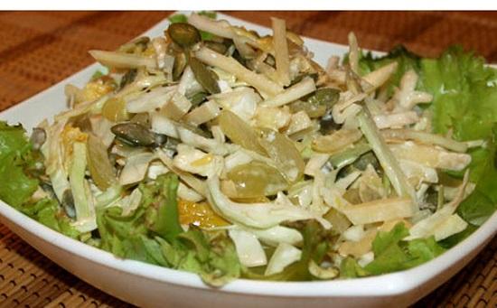 Салат из говяжьей печени и соленых огурцов