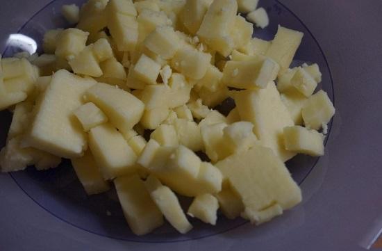 кубиками сыр
