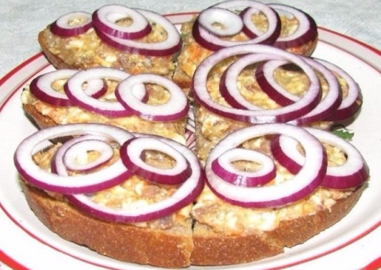 закуска из селедки с плавленым сыром