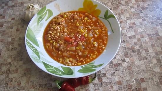 Мексиканский суп с фасолью, фаршем и кукурузой