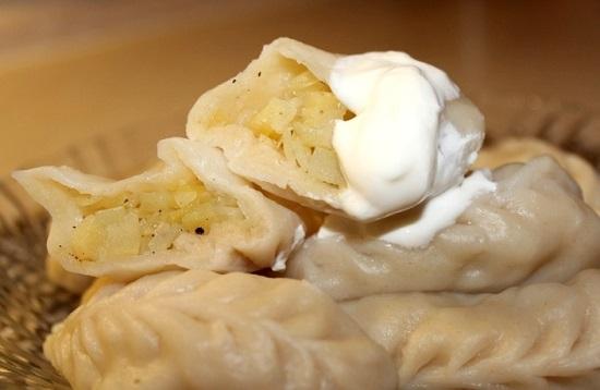 Как замесить постное тесто для вареников с картошкой