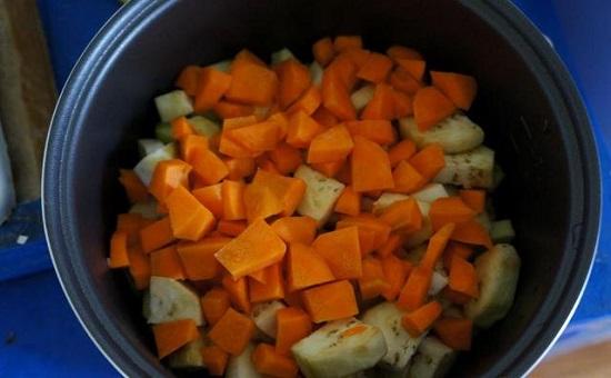 Морковь нарежем