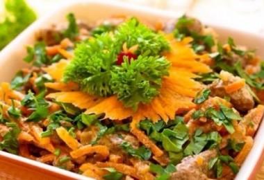 Салат из говяжьей печени: рецепты с фасолью, соленым огурцом, слоями