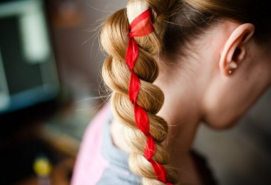 Прически с лентами в волосах