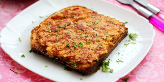 Гренки с сыром сосисками и томатной пастой