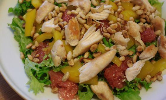 салат курица орехи фрукты