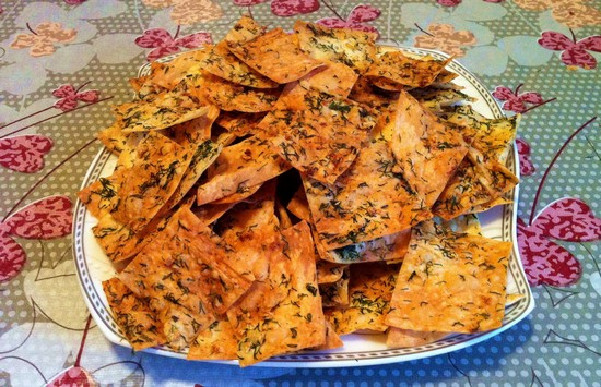 Приготовьте чипсы из лаваша в микроволновке