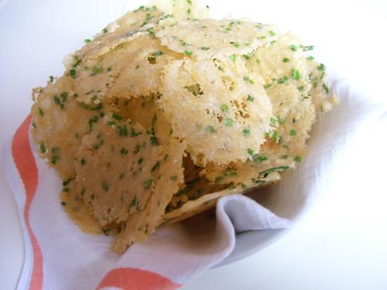 Готовим сырные чипсы