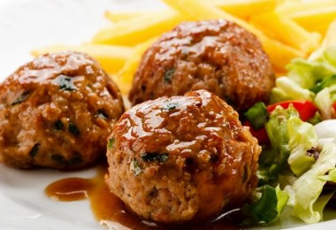 Котлеты в духовке с подливкой: свиные, куриные, овощные