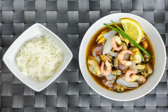 Суп с морским коктейлем: рецепт