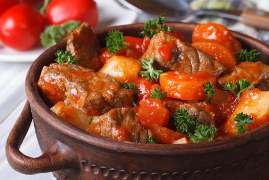 говяжья мякоть, запеченная с помидорами