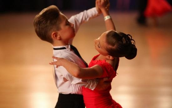 девичьи прически для бальных танцев