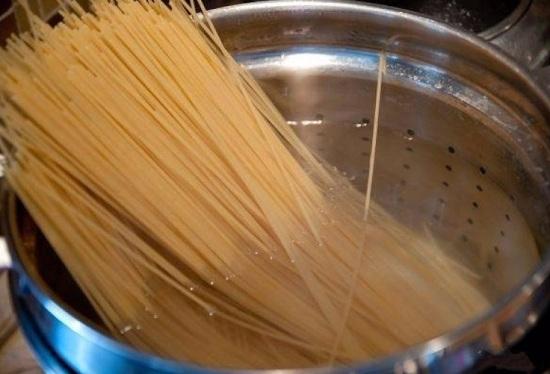 Отварим до готовности спагетти