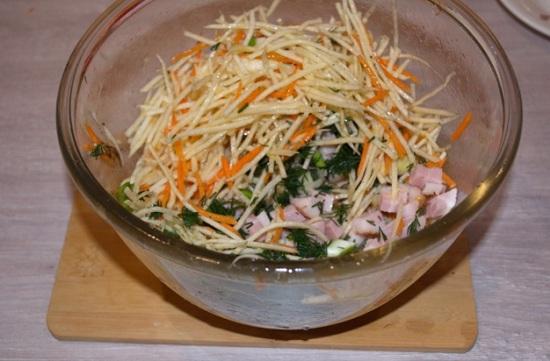 Измельчим зелень и добавим к остальным ингредиентам