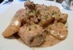Фрикасе из кролика в винном соусе, с грибами: рецепты