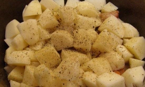 Шинкуем корнеплоды кубиками