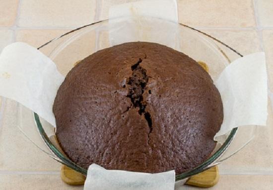 Проверить готовность пирога можно зубочисткой