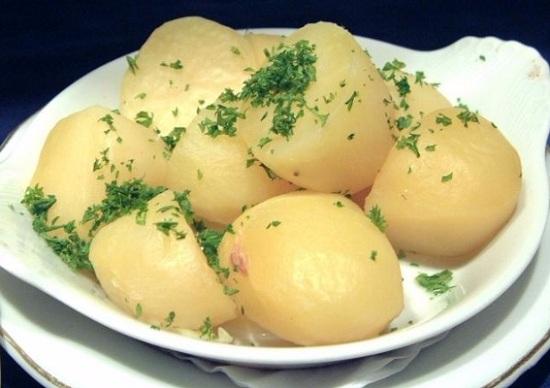 Картофель почистим