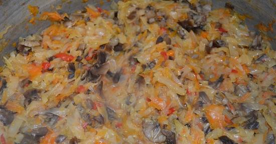введем мясо с грибочками в овощную массу