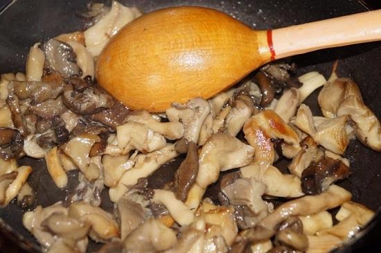 Проверяем готовность грибов
