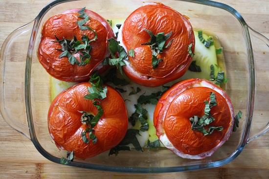томаты, фаршированные филе индейки