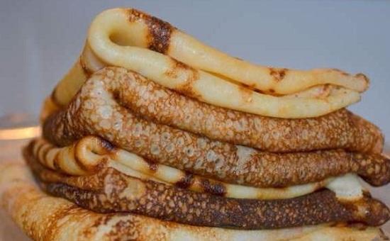 Вымешиваем тесто и жарим блинчики